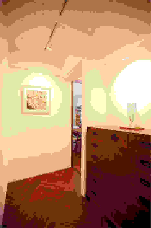 目黒のM邸 モダンスタイルの 玄関&廊下&階段 の 原口剛建築設計事務所 モダン