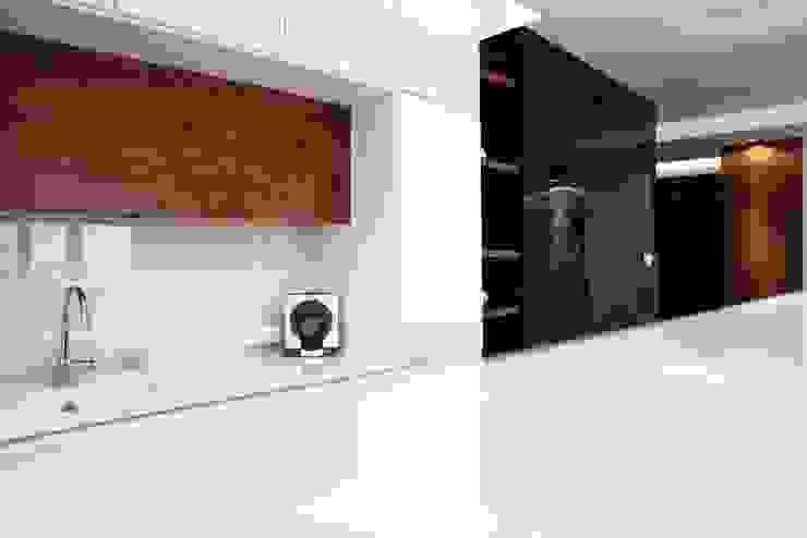 FLOW Franiak&Caturowa Modern kitchen