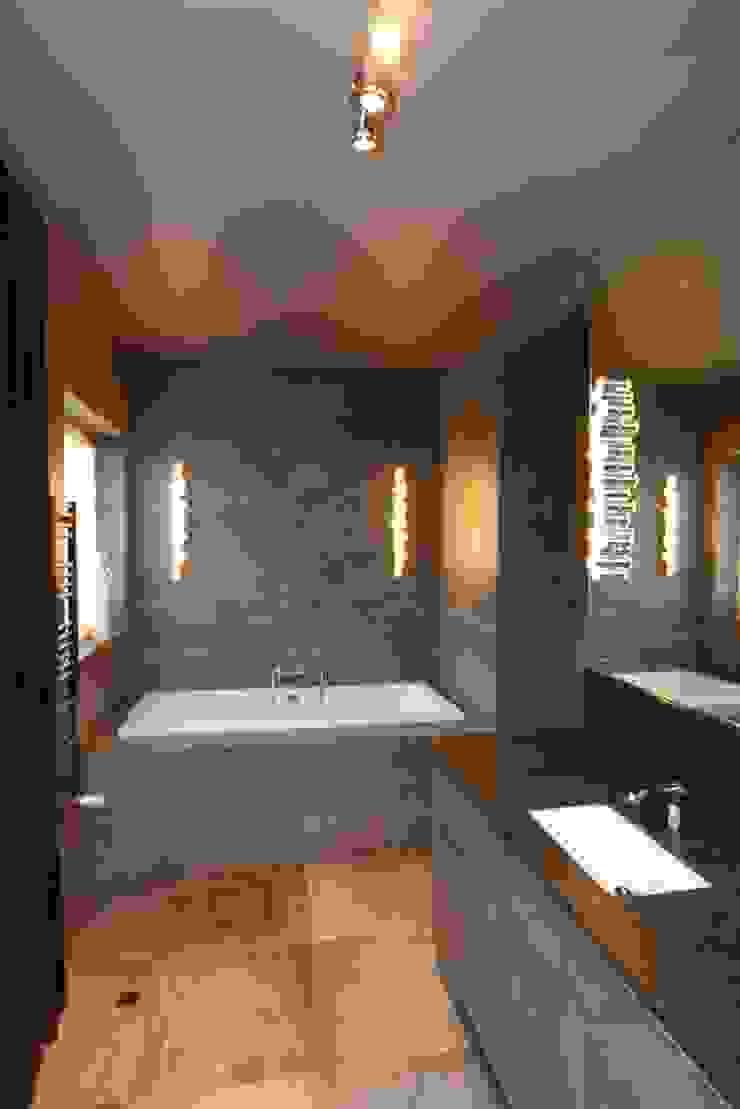 czekoladowa lazienka Nowoczesna łazienka od livinghome wnętrza Katarzyna Sybilska Nowoczesny Kamień