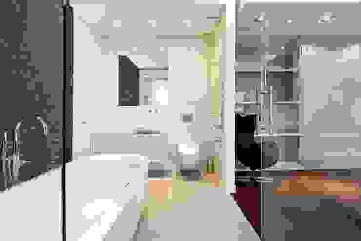 FLOW Franiak&Caturowa Modern bathroom