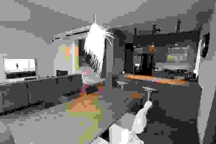 livinghome wnętrza Katarzyna Sybilska Modern style kitchen Wood Grey