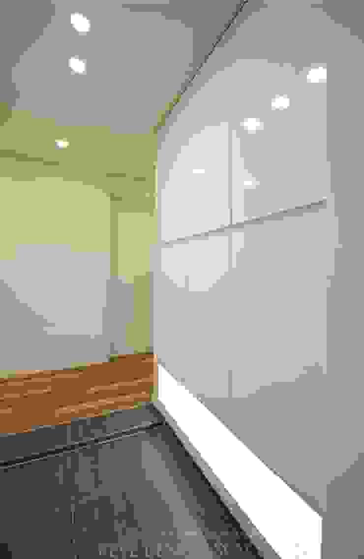 디자인스튜디오 레브 Balkon, Beranda & Teras Modern