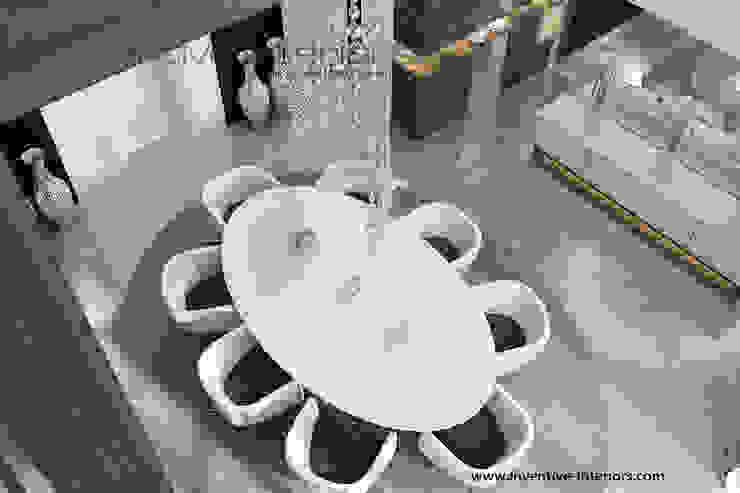 Owalny stół w wysokiej jadalni Nowoczesna jadalnia od Inventive Interiors Nowoczesny