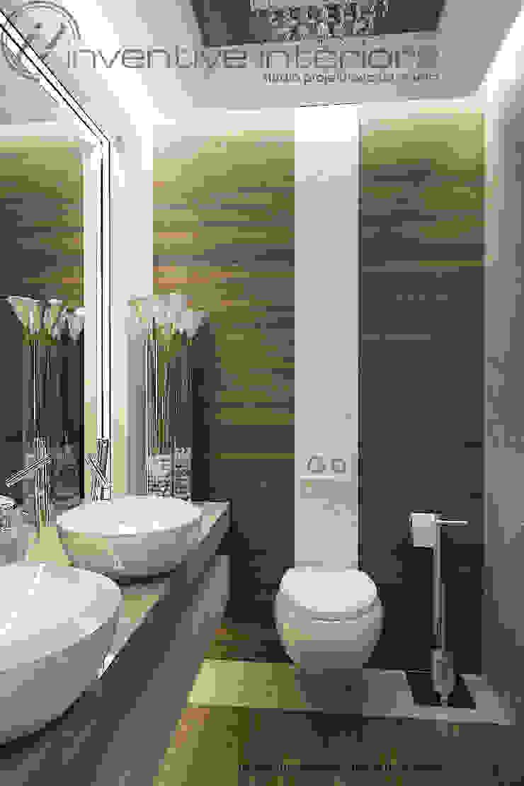 Mała łazienka z drewnem i masą perłową Nowoczesna łazienka od Inventive Interiors Nowoczesny Drewno O efekcie drewna