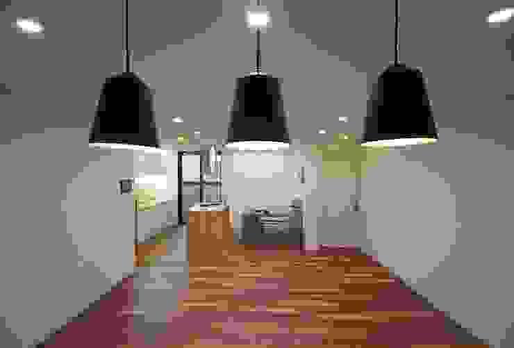 동탄아파트인테리어 능동 푸른마을두산위브 33평 인테리어 모던스타일 다이닝 룸 by 디자인스튜디오 레브 모던
