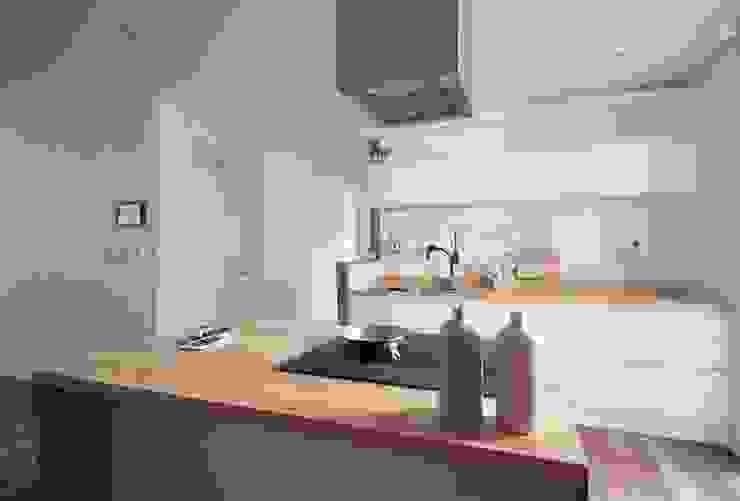 동탄아파트인테리어 능동 푸른마을두산위브 33평 인테리어: 디자인스튜디오 레브의  주방,