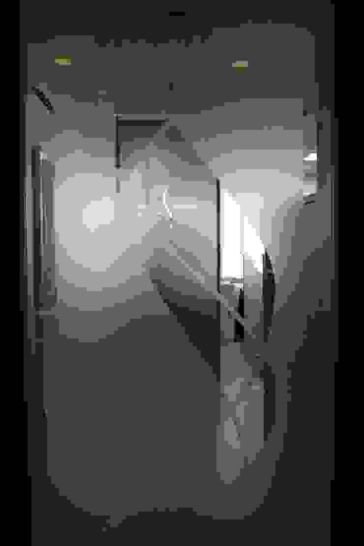 待合室 ステンシル扉 Waiting room _Cutting sheet design door_: ASut Designが手掛けたスカンジナビアです。,北欧 ガラス