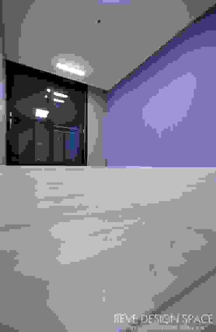 동탄아파트인테리어 능동 푸른마을두산위브 30평 인테리어 모던스타일 다이닝 룸 by 디자인스튜디오 레브 모던