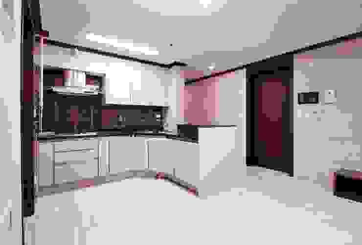 동탄아파트인테리어 능동 푸른마을두산위브 30평 인테리어: 디자인스튜디오 레브의  다이닝 룸