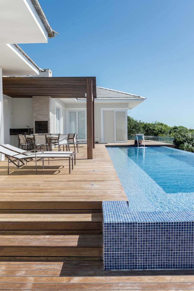 WR House by Renata Matos Arquitetura & Business Tropical Solid Wood Multicolored