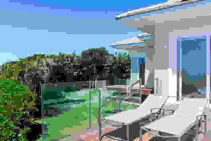 WR House by Renata Matos Arquitetura & Business Tropical Glass
