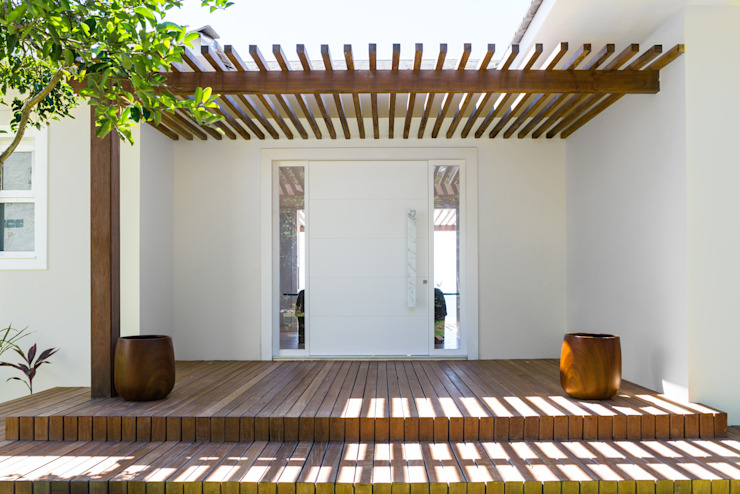 WR House Renata Matos Arquitetura & Business Tropical style houses Solid Wood Wood effect