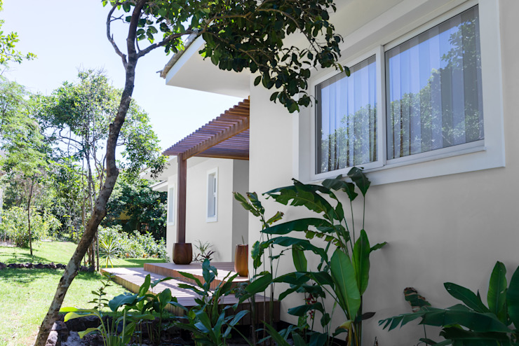 WR House Tropical style houses by Renata Matos Arquitetura & Business Tropical Solid Wood Multicolored