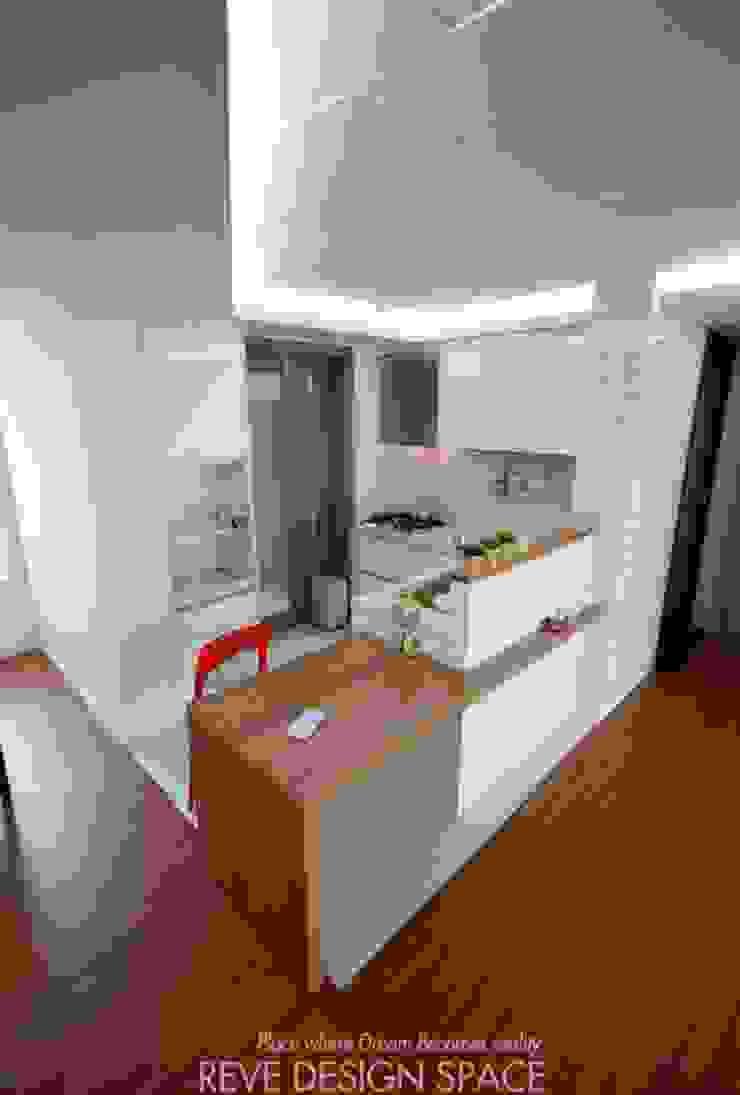 Modern dining room by 디자인스튜디오 레브 Modern