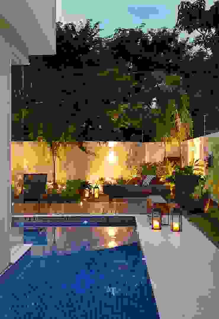 Residência Quintas do Rio I Jardins modernos por Carmen Mouro - Arquitetura de Exteriores e Paisagismo Moderno Pedra
