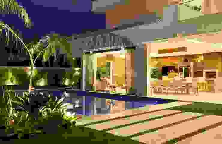 Residência Quintas do Rio I Jardins modernos por Carmen Mouro - Arquitetura de Exteriores e Paisagismo Moderno