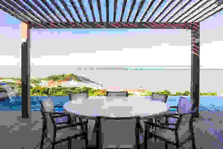 Casa WR Varandas, alpendres e terraços tropicais por Renata Matos Arquitetura & Business Tropical Madeira Efeito de madeira