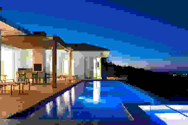 WR House by Renata Matos Arquitetura & Business Tropical