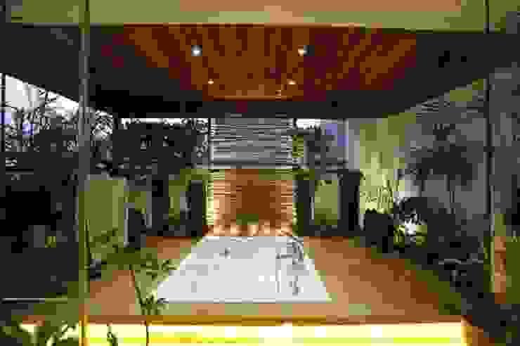 LIVING WITH NATURE Modern balcony, veranda & terrace by Archana Shah & Associates Modern
