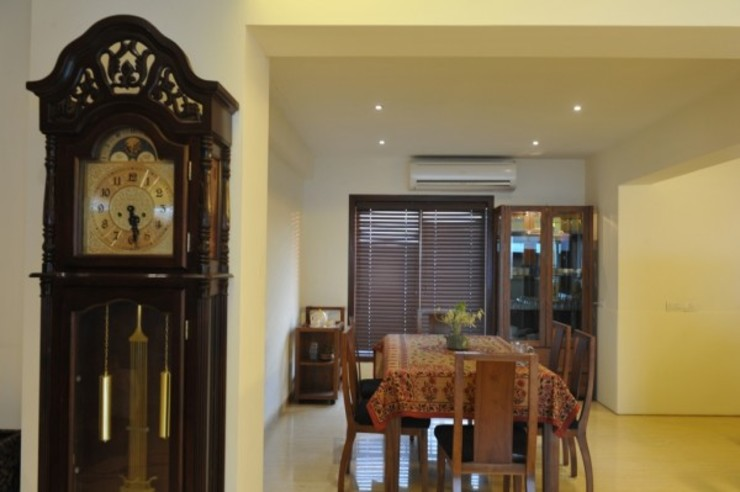LIVING WITH NATURE Modern dining room by Archana Shah & Associates Modern