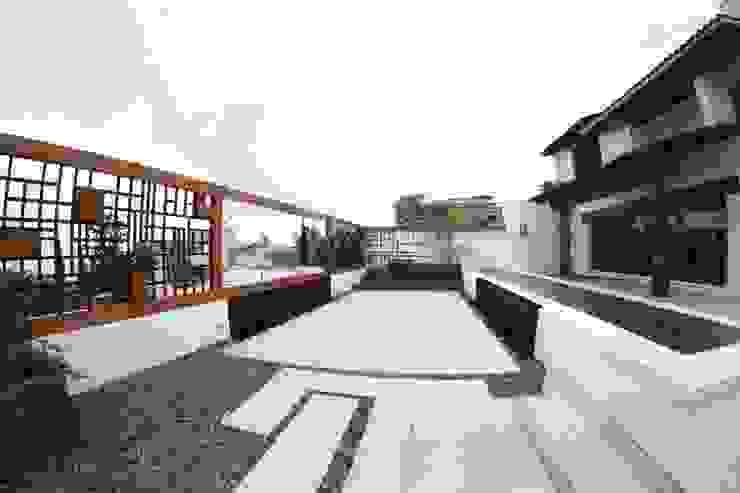 Terraza Balcones y terrazas modernos: Ideas, imágenes y decoración de homify Moderno