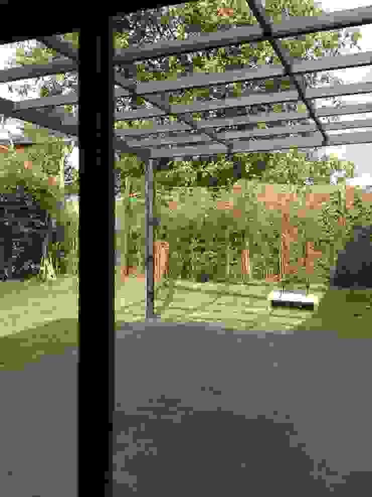 Casa Gualanday Jardines de estilo moderno de Andrés Hincapíe Arquitectos A H A Moderno