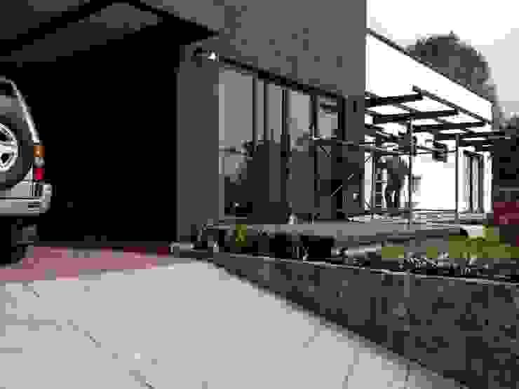 Casa Gualanday Casas modernas de Andrés Hincapíe Arquitectos A H A Moderno