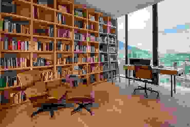 Rousseau Arquitectos Modern study/office