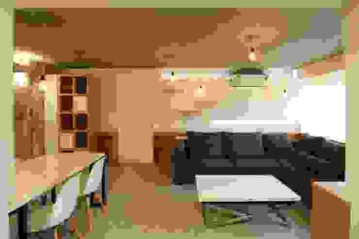 Apto. 42 de minima design & architecture studio Moderno