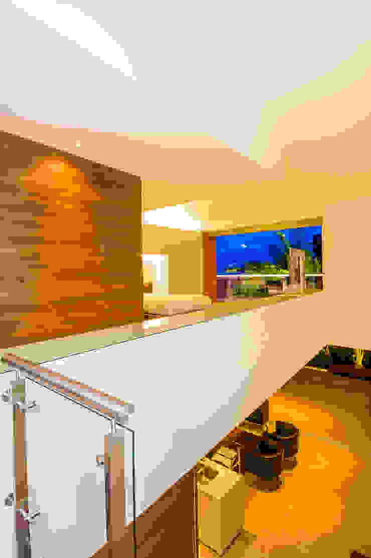 モダンスタイルの 玄関&廊下&階段 の FR ARQUITECTURA S.A.S. モダン