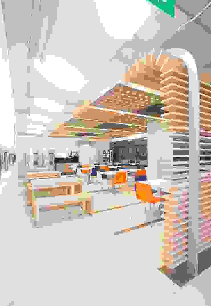 Cozinhas modernas por Qualittá Arquitectura Moderno de madeira e plástico