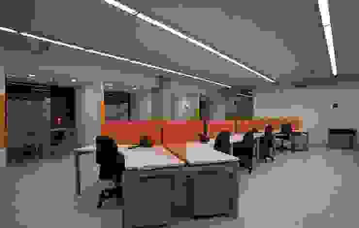 Escritórios modernos por Qualittá Arquitectura Moderno Chipboard