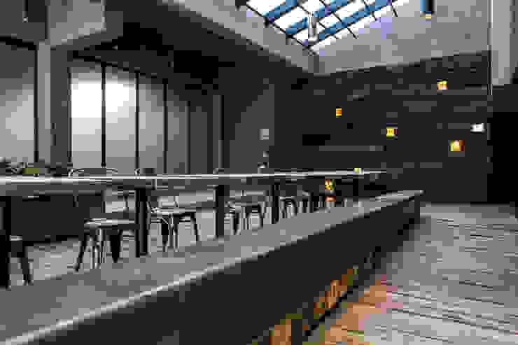 Patio interior y lobby Barnabé Bustamante Ludlow Arquitectos Lugares para eventos Hierro/Acero Marrón