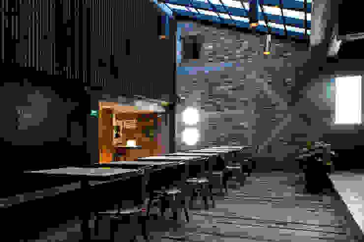 Acceso a la taquilla Barnabé Bustamante Ludlow Arquitectos Lugares para eventos Ladrillos Rojo