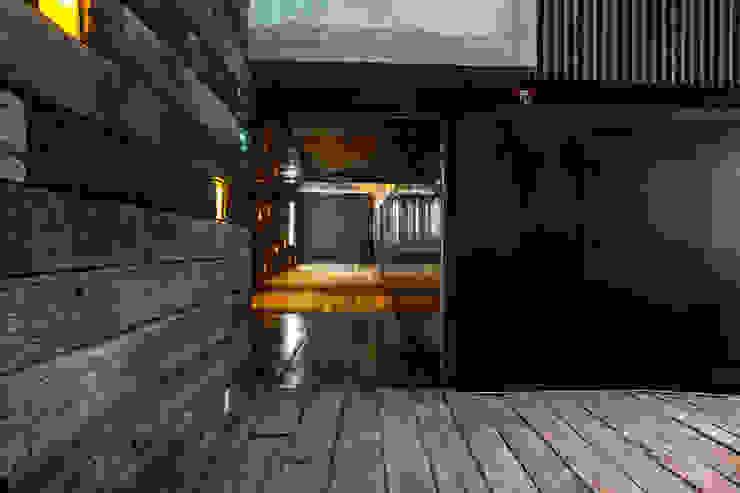 Tunel de acceso Barnabé Bustamante Ludlow Arquitectos Lugares para eventos Madera maciza Acabado en madera