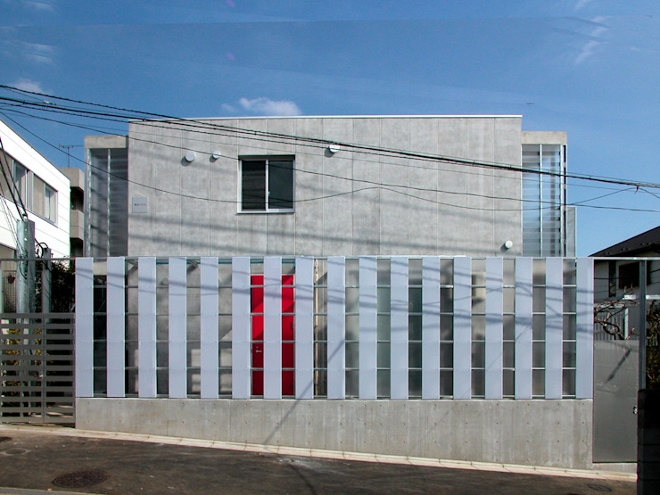 現代房屋設計點子、靈感 & 圖片 根據 ユミラ建築設計室 現代風