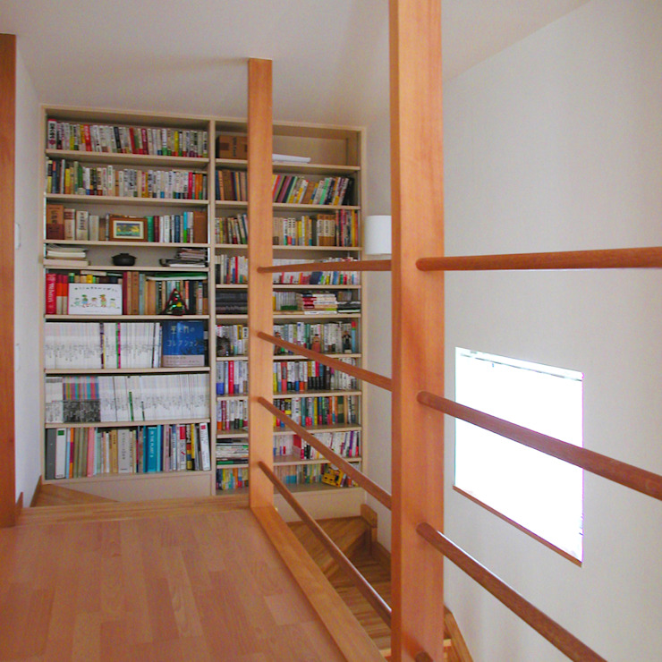 ห้องโถงทางเดินและบันไดสมัยใหม่ โดย ユミラ建築設計室 โมเดิร์น