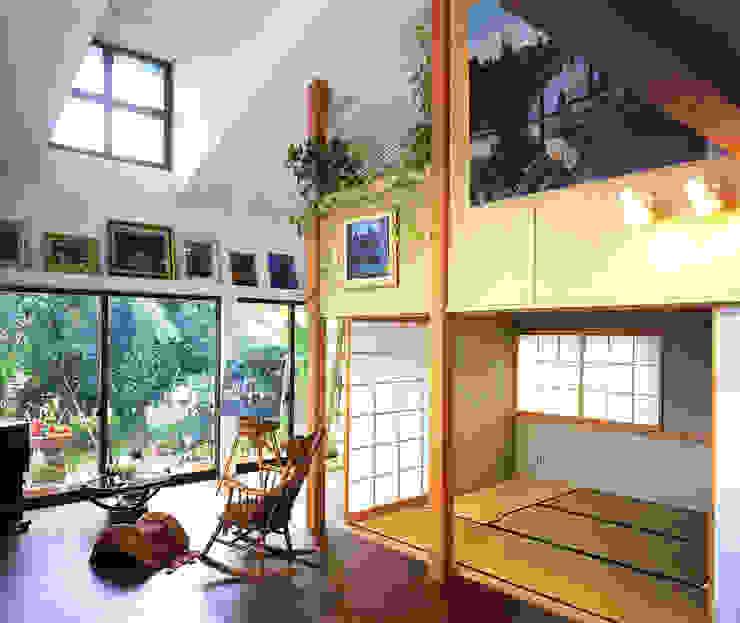 アトリエのある趣味をいかす家 モダンデザインの リビング の ユミラ建築設計室 モダン