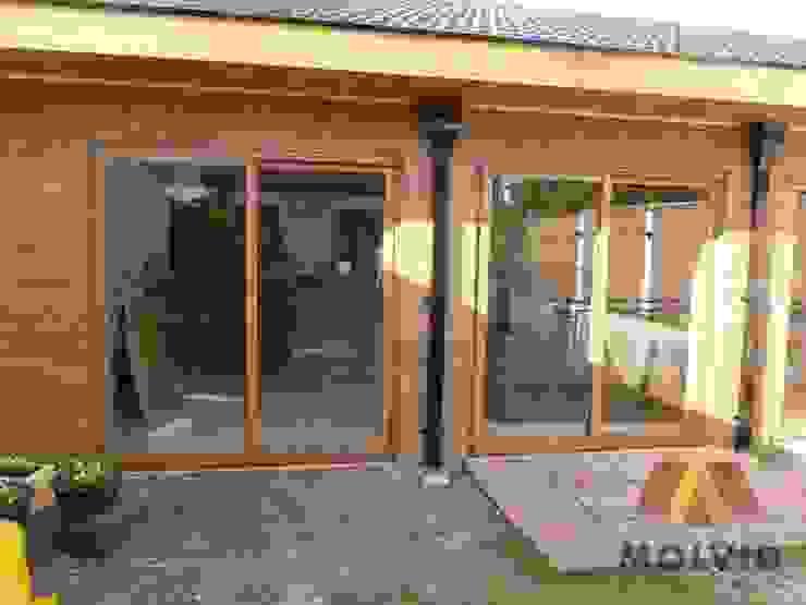 Obra Quincho Merlo Norte Puertas y ventanas modernas de VETROLUX ABERTURAS Moderno