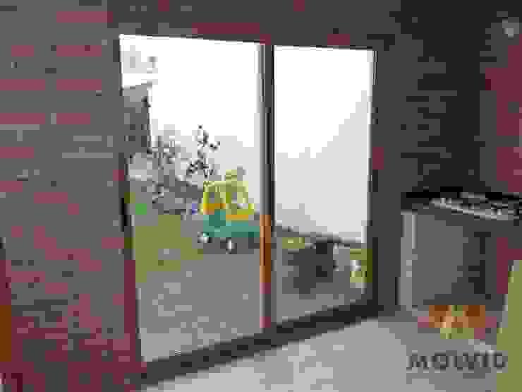 Obra Quincho Merlo Norte Puertas y ventanas de estilo moderno de VETROLUX ABERTURAS Moderno