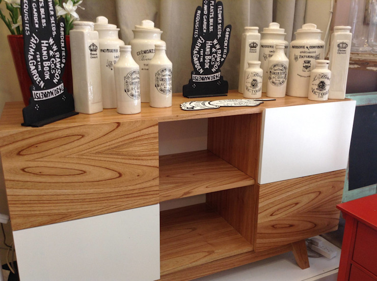 MUEBLES Y SILLONES DISEÑO VIVO Living roomTV stands & cabinets