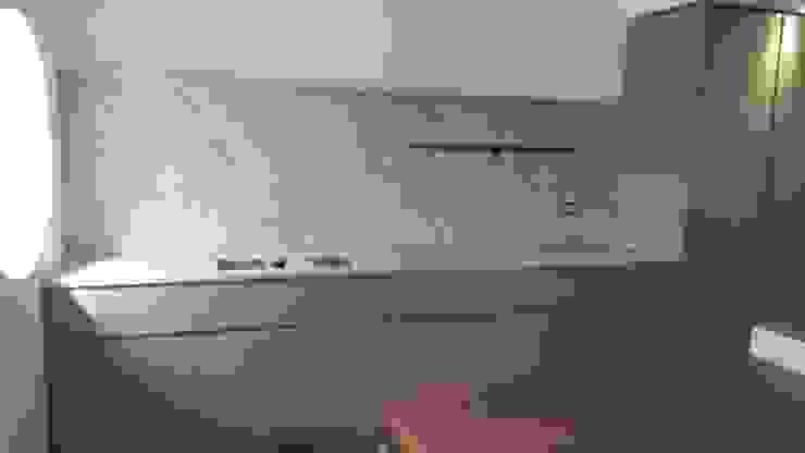 Vibo Cucine sas di Olivero Bruno e c. 地中海デザインの キッチン