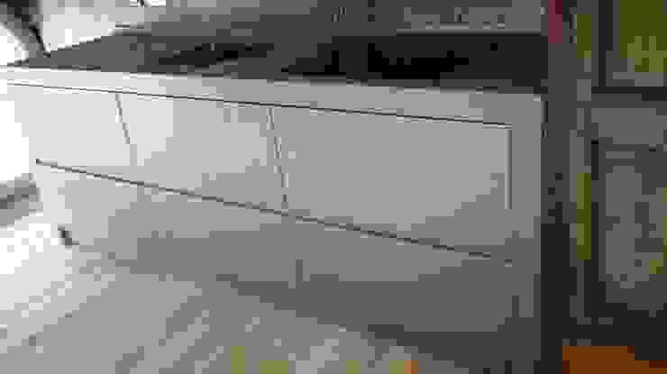 Vibo Cucine sas di Olivero Bruno e c. オリジナルデザインの キッチン