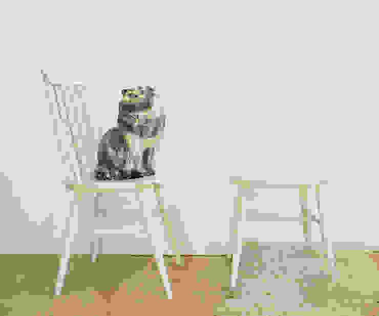 2 witte spijlenstoelen. Tapiovaara stijl-vintage houten stoelen. van Flat sheep Rustiek & Brocante Hout Hout