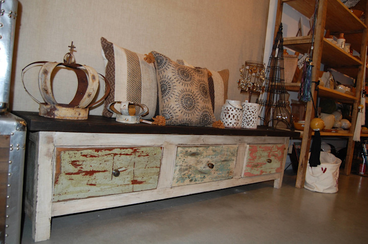 MUEBLES Y SILLONES DISEÑO VIVO Living roomStools & chairs