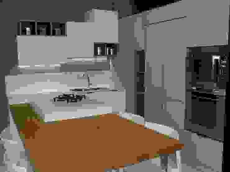 Vibo Cucine sas di Olivero Bruno e c. モダンな キッチン