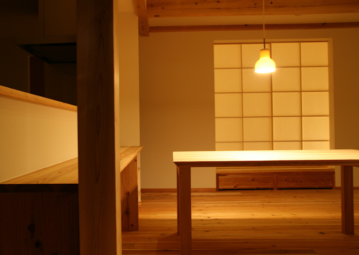 株式会社タマゴグミ Asian style living room Wood Wood effect