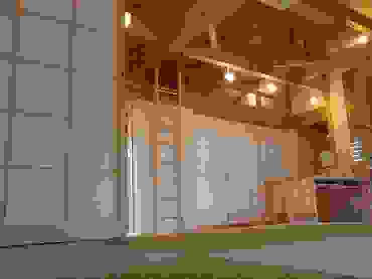 岐阜県瑞穂市 和風デザインの リビング の 株式会社タマゴグミ 和風 木 木目調