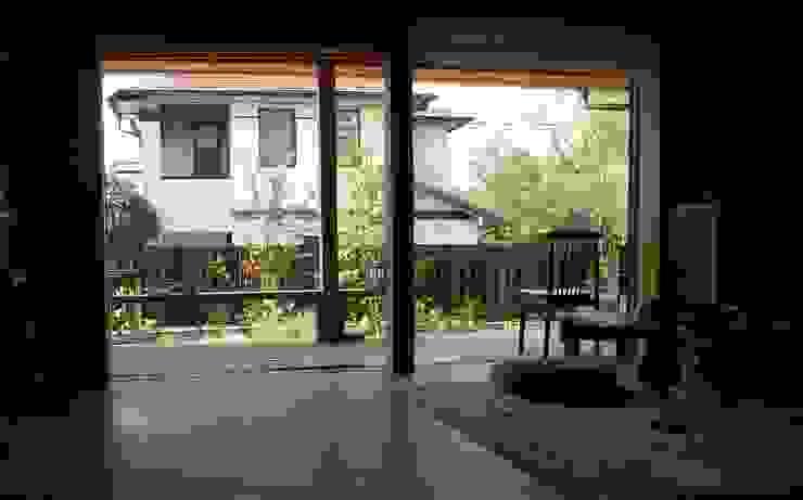 岐阜県多治見市 和風デザインの リビング の 株式会社タマゴグミ 和風 木 木目調