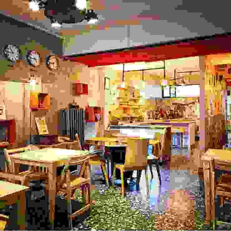 USLU YÖNEY Cucina in stile industriale Legno Effetto legno